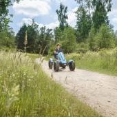 🌻 Sorgloses Fahrvergnügen mit Tretunterstützung ⛱  Mit dem innovativen Hybrid E-Pedal-Gokart kannst du ganz schnell aber auch bequem mit allem Komfort fahren. Je intensiver du trittst, desto mehr Unterstützung bietet der Motor. Schnelles Pedal-Gokart fahren macht sich besonders bezahlt, jetzt auch auf Gras und unbefestigtem Gelände!  Direkt bei uns im Online Shop 👉 Link in Bio  #bergtoys #hybrid #gokart #fahrvergnügen #tretunterstützung #innovatives #schnelles #elektro #pedalgokart #kinderfahrzeug #geschenkideen #onlineshop #deingokart