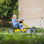 """🌞 Die Nachbarschaft entdecken mit dem attraktiven, sportlichen Reppy Rider 🤸🏻♂️  Das auffallende Sportlenkrad, die unplattbaren 10""""-EVA-Massivreifen, der tolle Schalensitz und die Pendelachse machen das Pedal-Gokart-Fahren zu einem unvergleichlichen Erlebnis. Mit dem niedrigen Schalensitz für kleine Kinder mit niedrigem Gokart-Einstieg.  Direkt bei uns im Online Shop 👉 Link in Bio  #bergtoys #reppy #rider #sportlich #entdecken #sportlenkrad #eva #massivreifen #schalensitz #pendelachse #pedalgokart #erlebnis #kleinkinder #spielzeug #fahrvergnügen #geschenkideen #onlineshop #deingokart"""